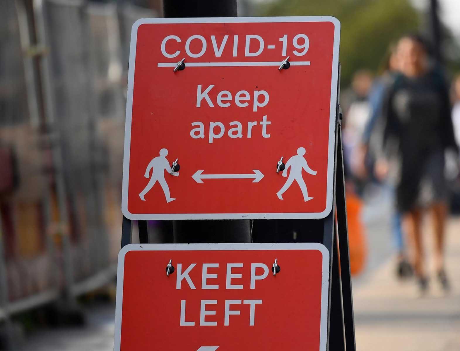covid-19 keep apart temporary street sign